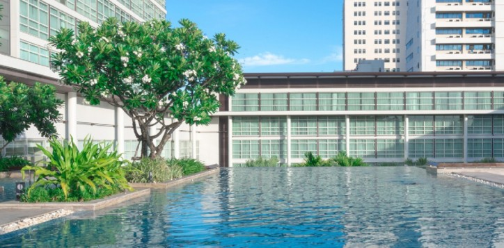 about-our-bangkok-city-hotel-best-swimming-pool-in-bangkok-2