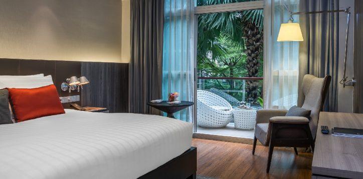 bangkok-city-hotel-deluxe-balcony-2