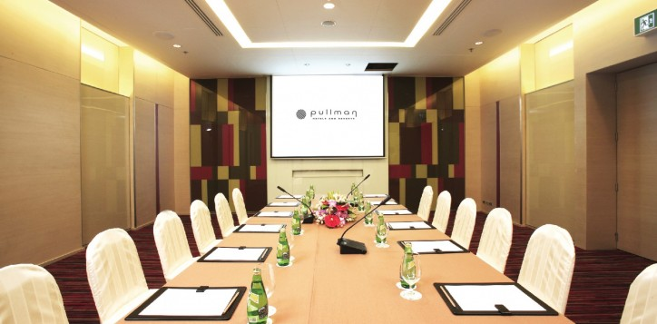 meeting-events-alpha-boardroom-2