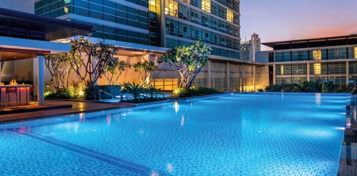 swimming-pool-in-bangkok-2