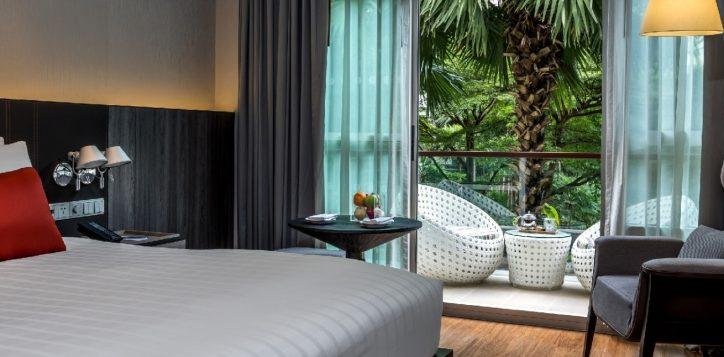 bangkok-city-hotel-deluxe-balcony-2-2